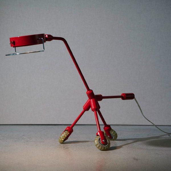 'Kila, rode hond lamp' by Harry Allen