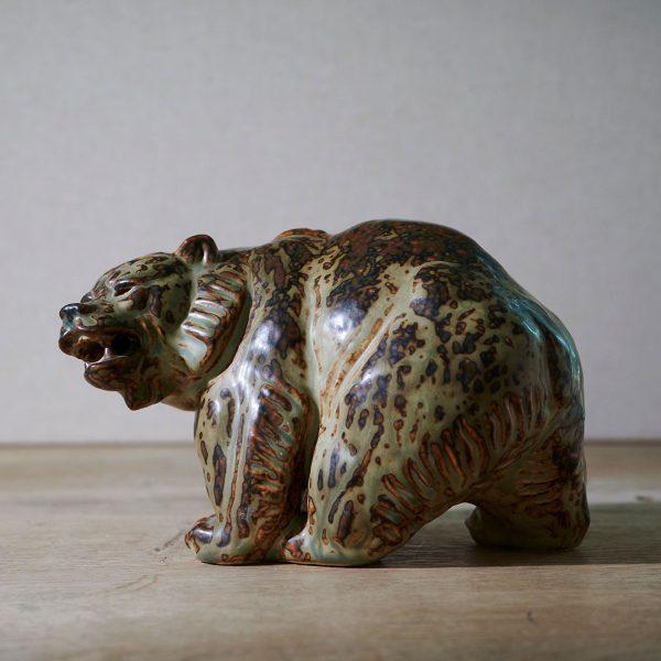Bear by Knud Kyhn