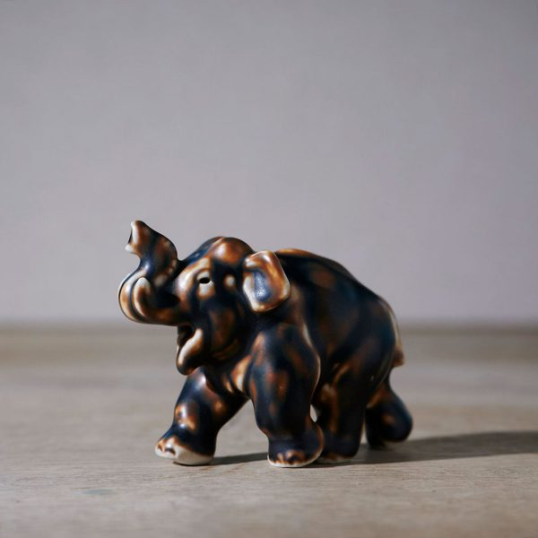 Elephant by Knud Kyhn